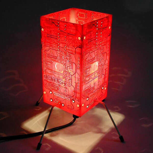 Upcycled-Circuit-Board-Table-Lamp
