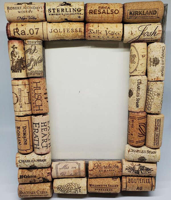 Upcycled-Wine-Cork-Picture-Frame