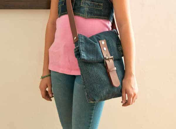 How-To-Make-A-Purse-Using-Old-Clothes